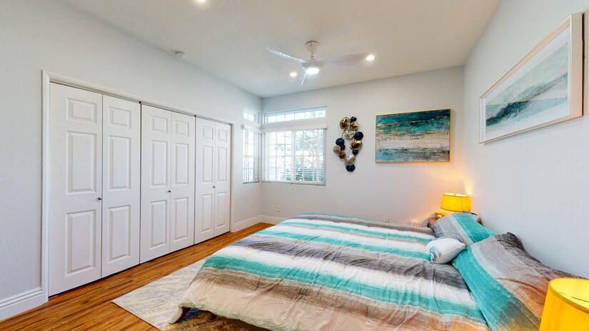 Bedroom Large closets