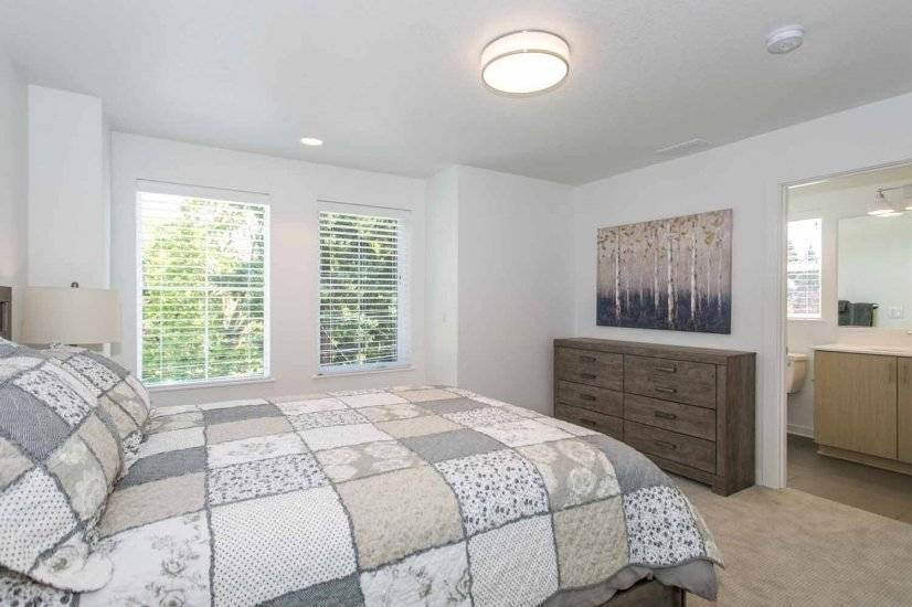 Queen Bedroom, Unit 1