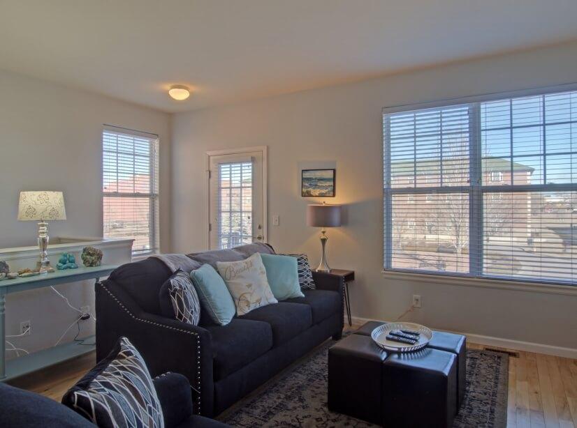 Livingroom with flat screen tv