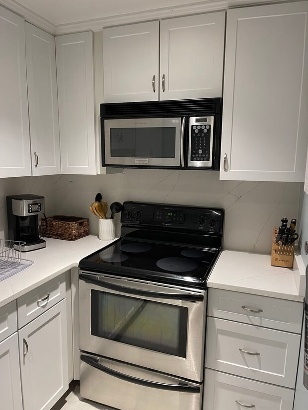 Kitchen Range and Microwave