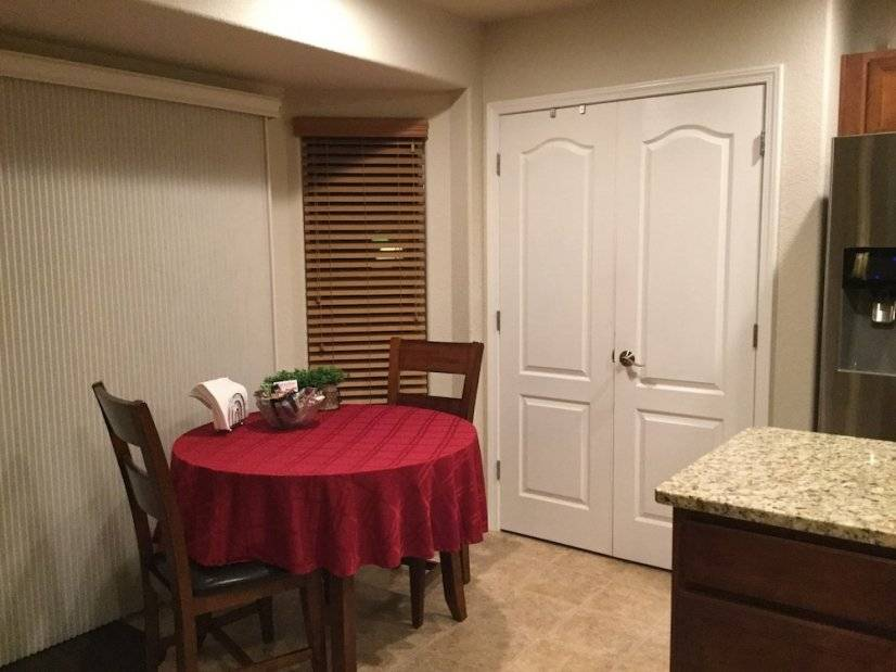 Eat-in Kitchen, Deck access