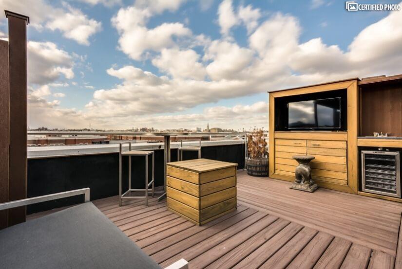 Roof Top Deck with outdoor TV