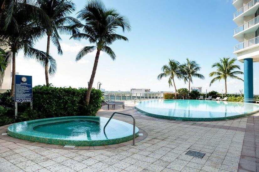 Heated Swimming Pool & Jacuuzi