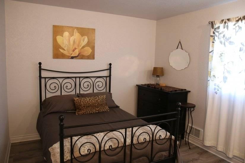 2nd Bedroom - Queen size bed