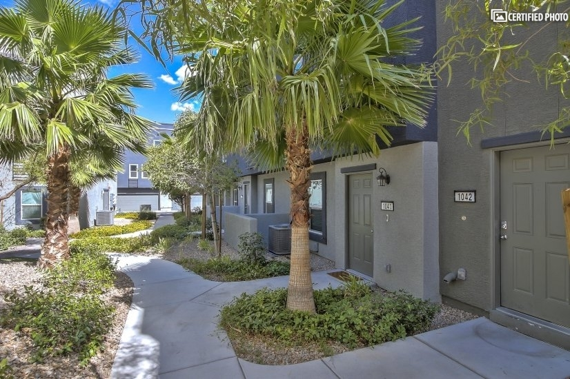 image 2 furnished 3 bedroom Townhouse for rent in Spring Valley, Las Vegas Area