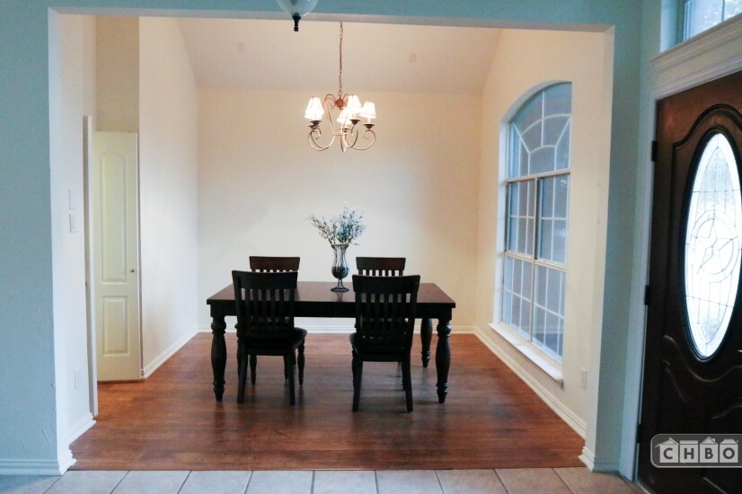 Formal dining room attach to the kitchen