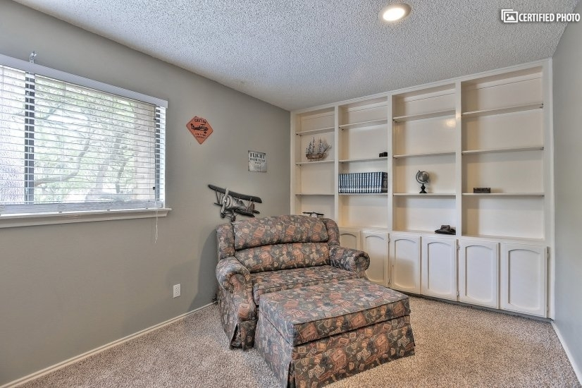 Office with pull out bed
