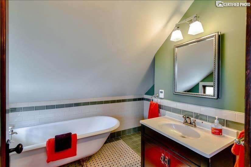 Master Bath/clawfoot tub