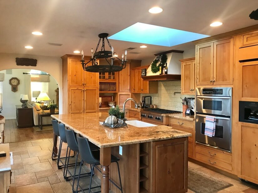 Large furnished kitchen