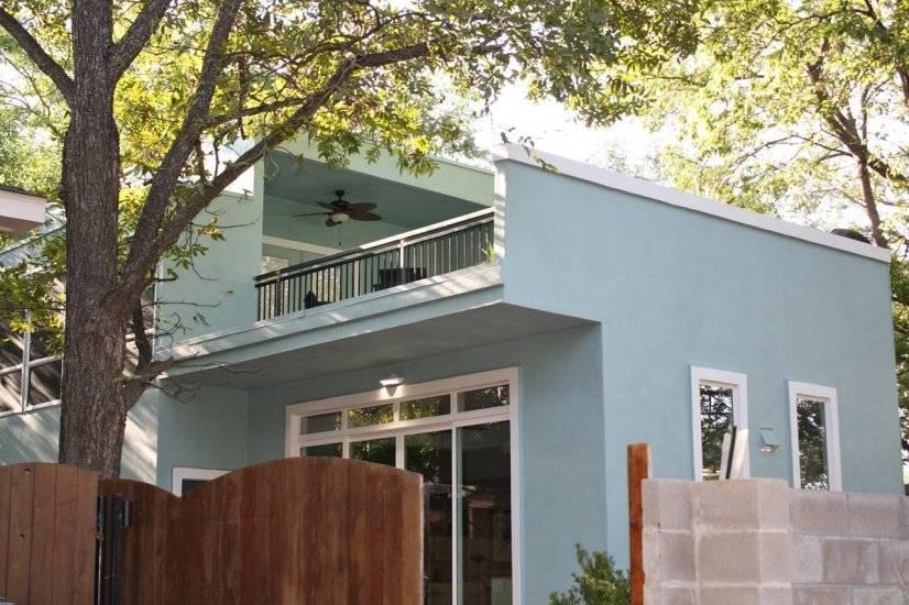 Modern stucco design, privacy fence
