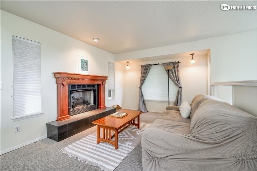 image 9 furnished 5 bedroom House for rent in West Linn, Portland Area