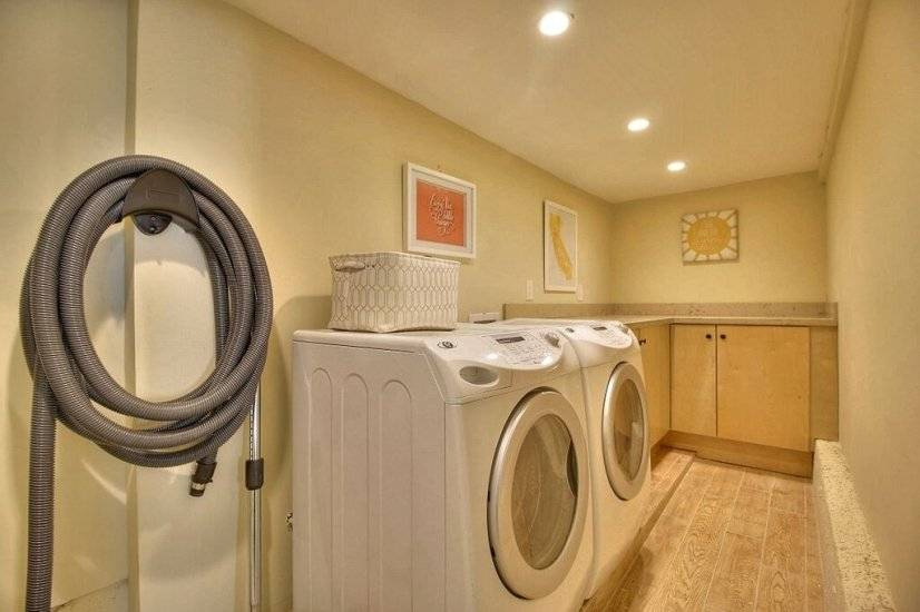image 16 furnished 5 bedroom House for rent in Redwood City, San Mateo (Peninsula)