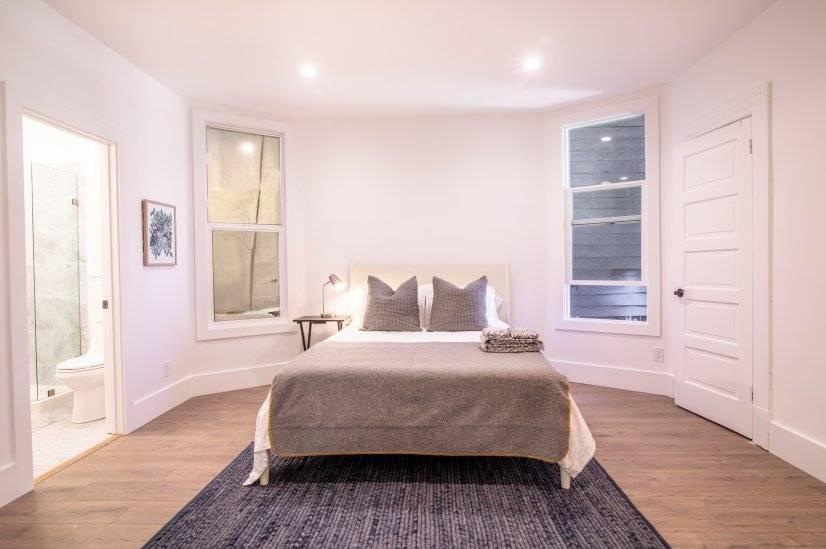 Massive master bedroom with en suite bath