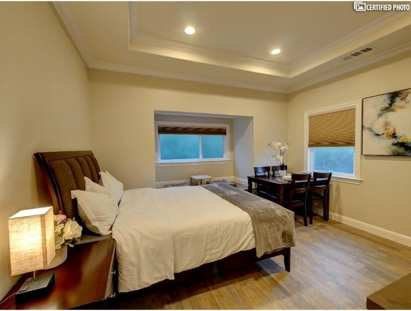 Studio C - Queen size bed, full bath, eating area.