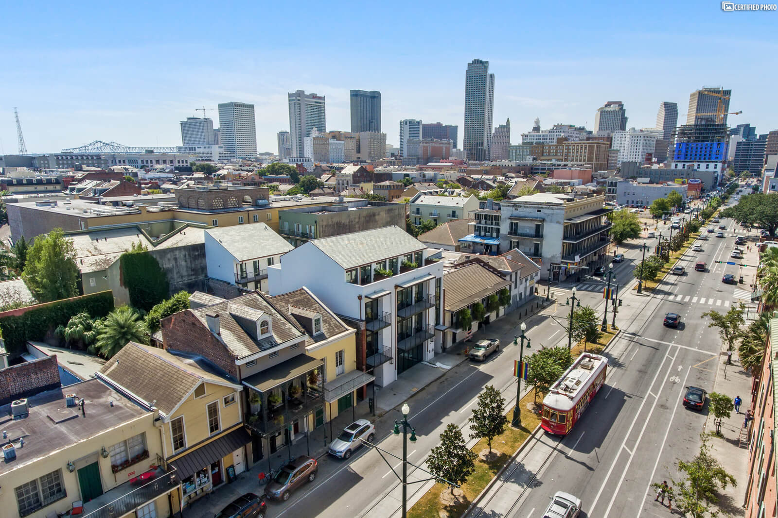 Perfect location on the New Orleans streetcar line