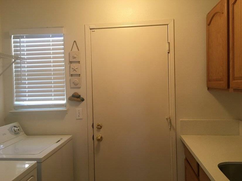 Laundry room to the garage