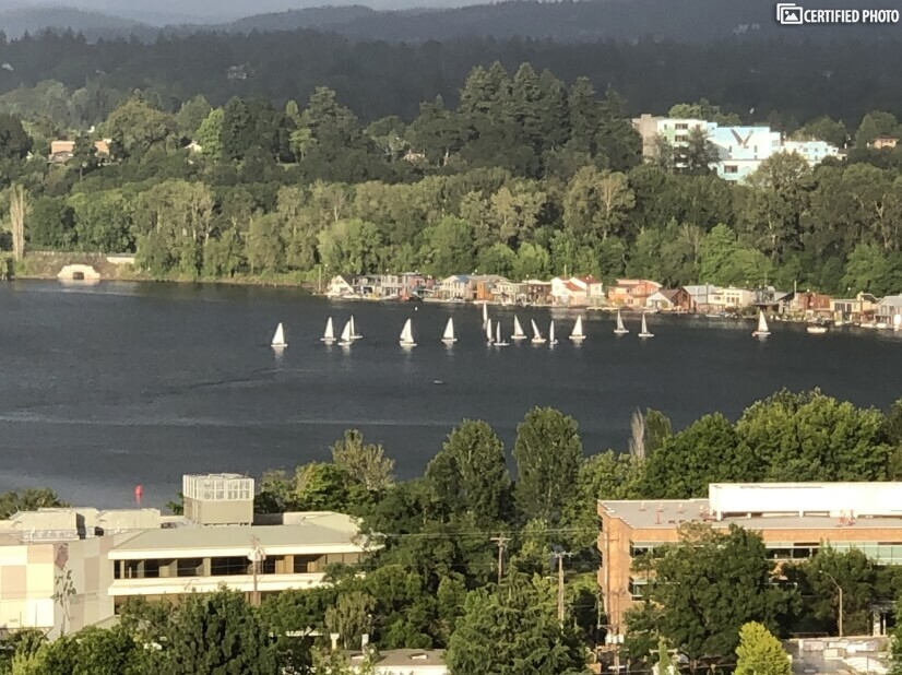 Active boating in the Willamette