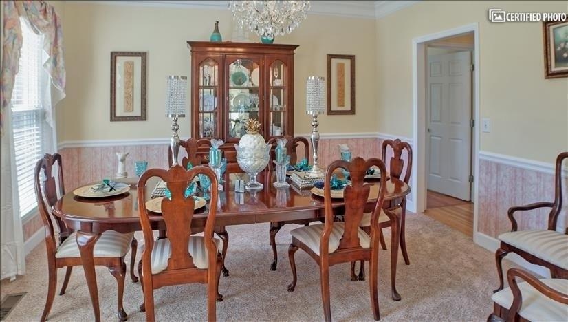 Queen Anne furnishings