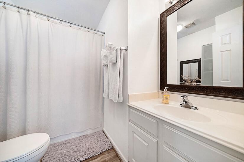Loft Full Bathroom