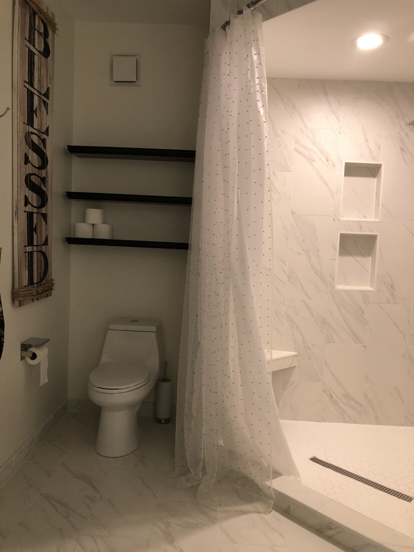 Master Toilet and Shower