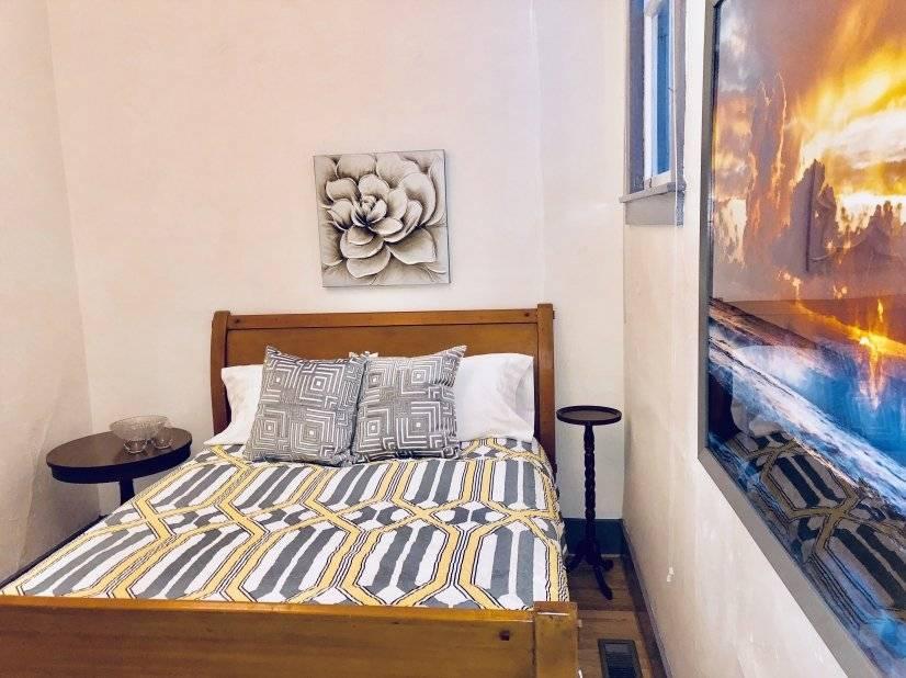 Queen bed, bathroom en suite, fully furnished