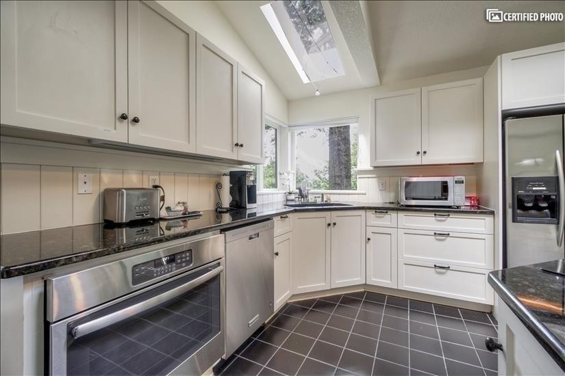 image 18 furnished 5 bedroom House for rent in West Linn, Portland Area