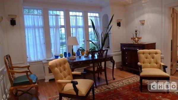 Living room in the 2 Bedr apt