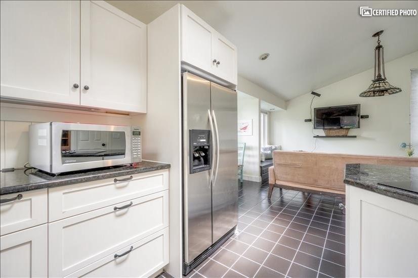 image 19 furnished 5 bedroom House for rent in West Linn, Portland Area