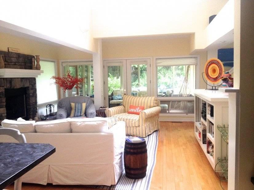 living room area adjacent to kitchen, dining