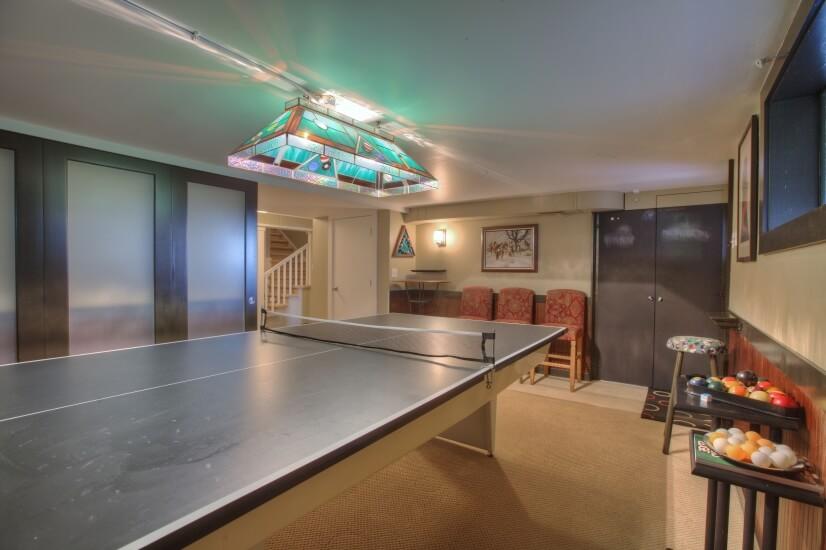Bonus room with Billiards/Pingpong & queen size futon.