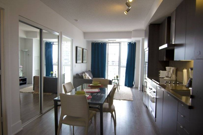 Open floor living, dining & kitchen