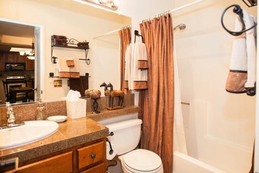 2nd Bath w. full amenities