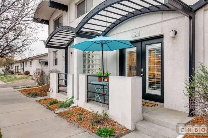 image 2 furnished 2 bedroom Townhouse for rent in City Park, Denver Central