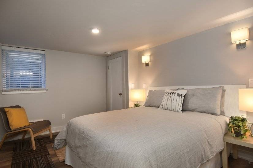 Bedroom with queen size Leesa mattress