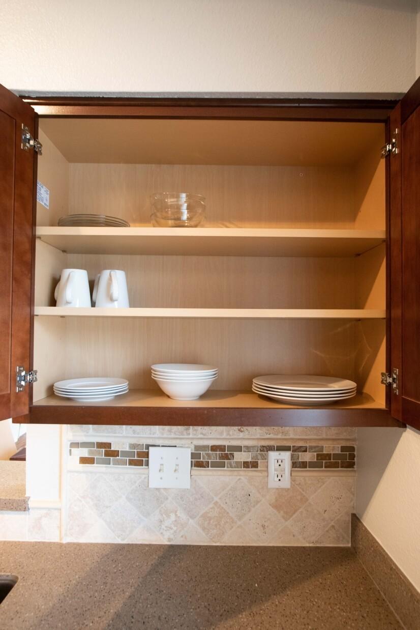 Enjoy this fully stocked kitchen!