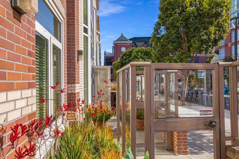 Private Outdoor patio 100 walking score