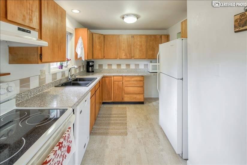 image 7 furnished 3 bedroom House for rent in Portland Southwest, Portland Area