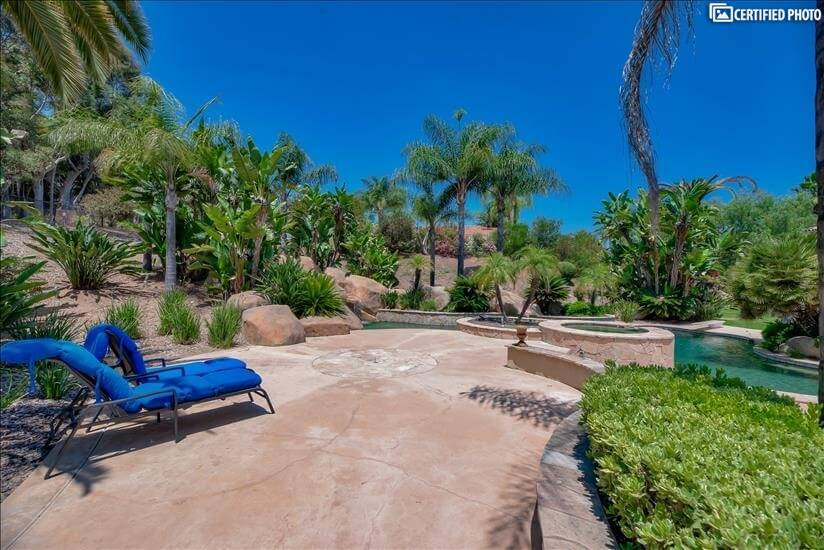 Resort-like property with Pool, Waterfall & J