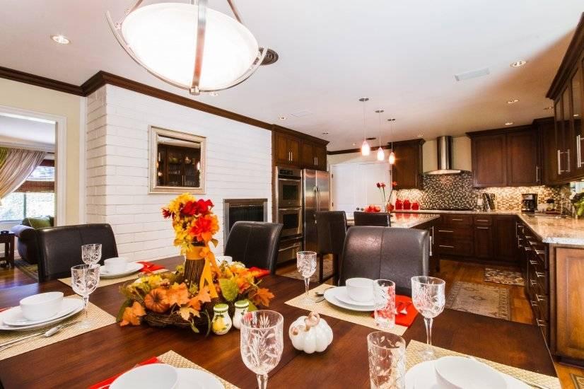 Beautiful Dining Room in Kitchen, open floor plan