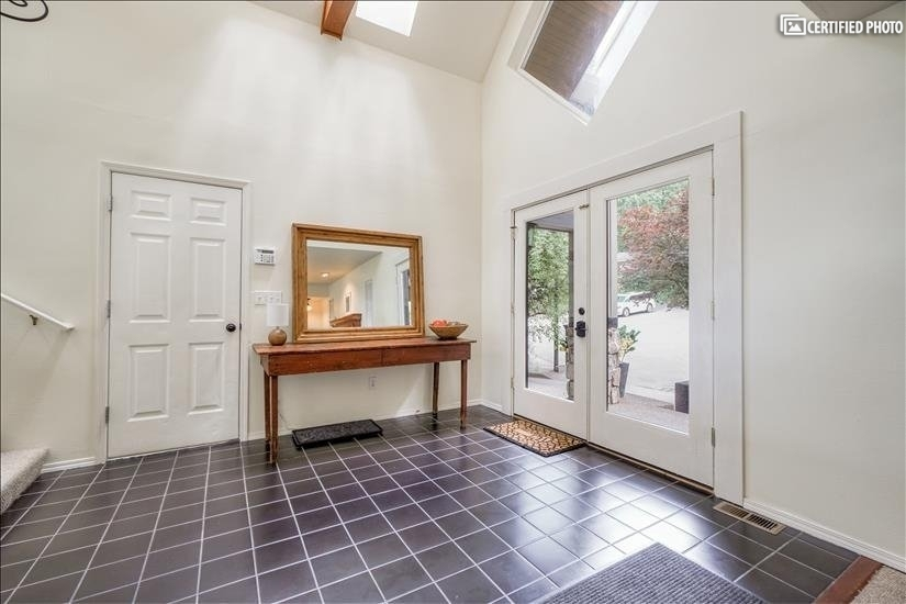 image 6 furnished 5 bedroom House for rent in West Linn, Portland Area