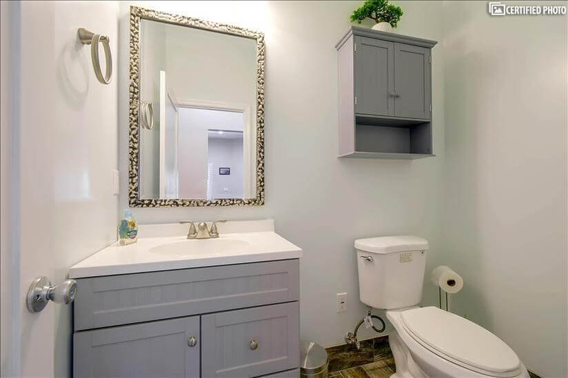 Spacious 1/2 bathroom