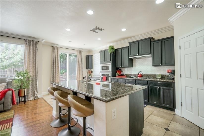 image 8 furnished 4 bedroom House for rent in Roseville, Sacramento - Stockton