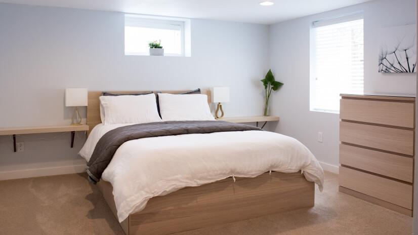 Luxury high end queen mattress • Premium cotton bedding.