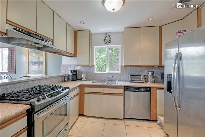 image 6 furnished 3 bedroom House for rent in Griffith Park - Los Feliz, Metro Los Angeles