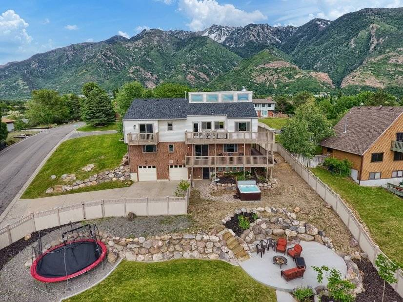 Close to the Mountains, Fire Pit, Trampoline, Hot Tub