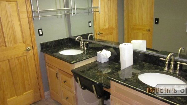 MASTER BR ENSUITE W/ DOUBLE SINK, GRANITE