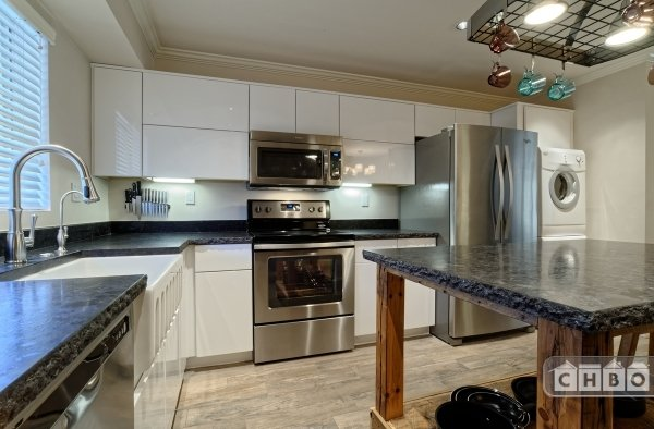 Sleek Euro style kitchens, RO drinking system, granite count