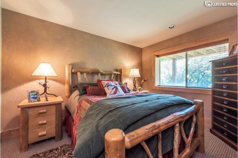 Queen size custom log furniture bedroom