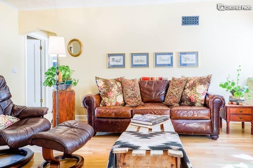 image 3 furnished 1 bedroom House for rent in University, Denver South