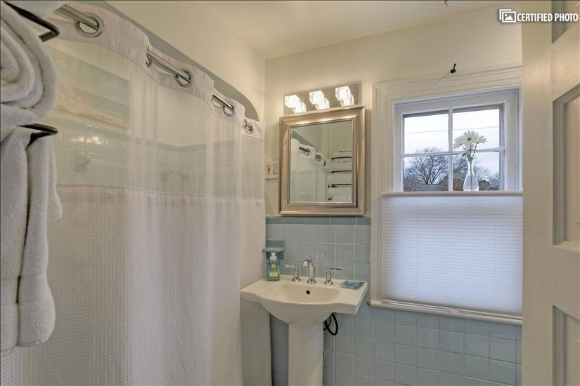 Bathroom with Bathtub/Shower